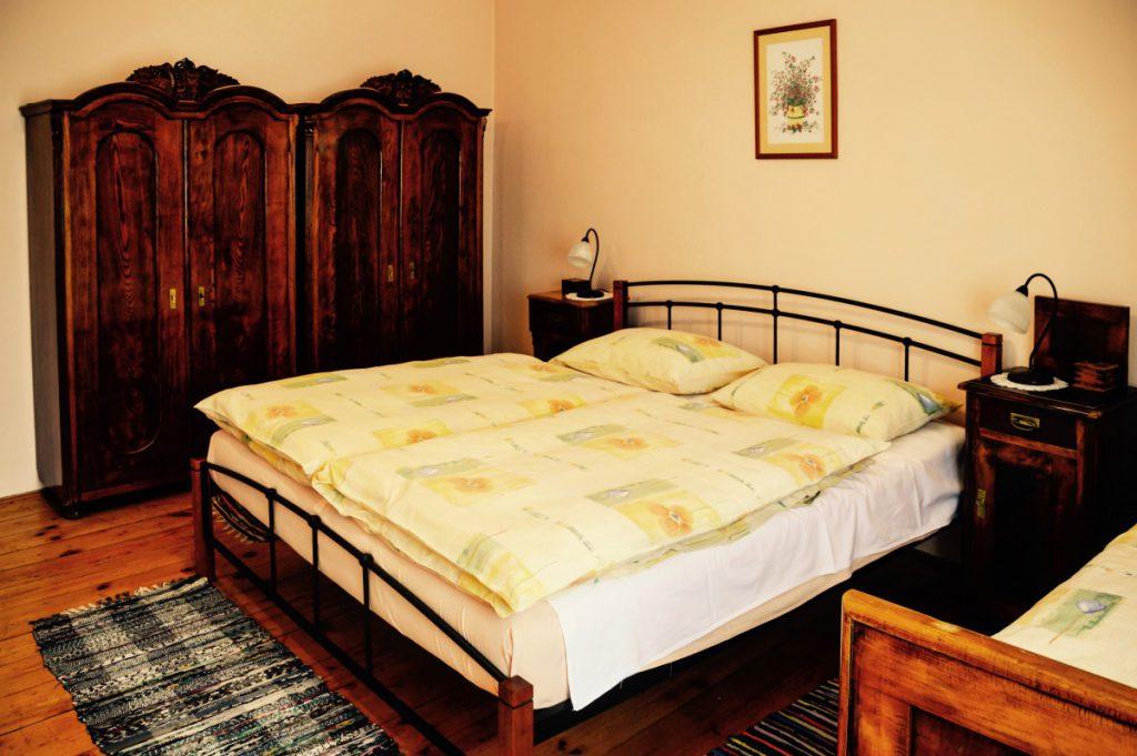 Repro Eko bedroom romance